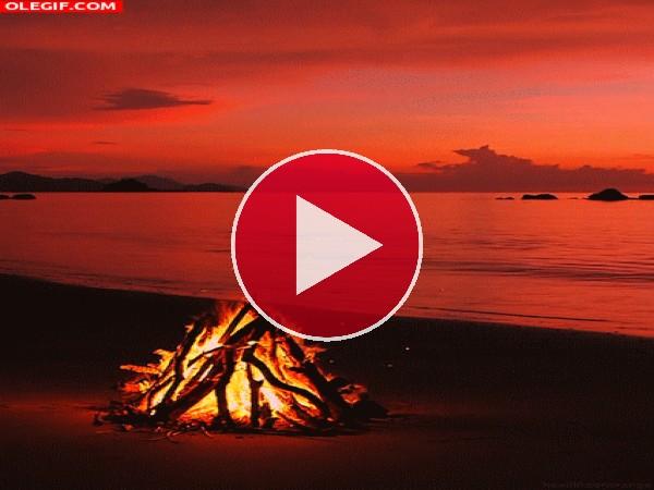 GIF: Hoguera en la playa