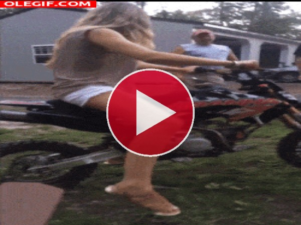 GIF: Ten cuidado con mi moto