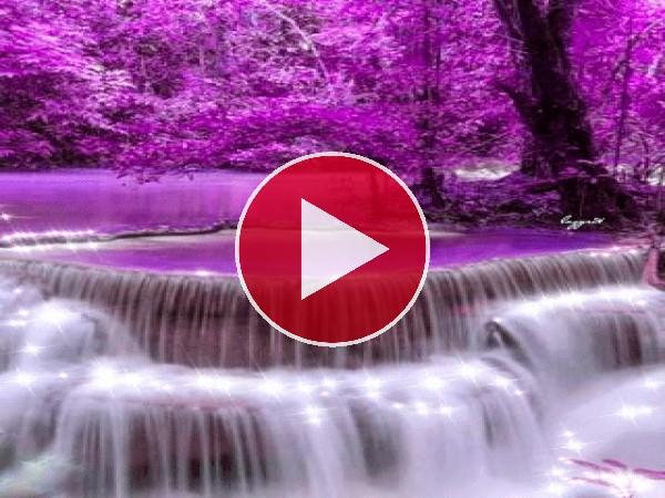 GIF: Cascada en un entorno violeta