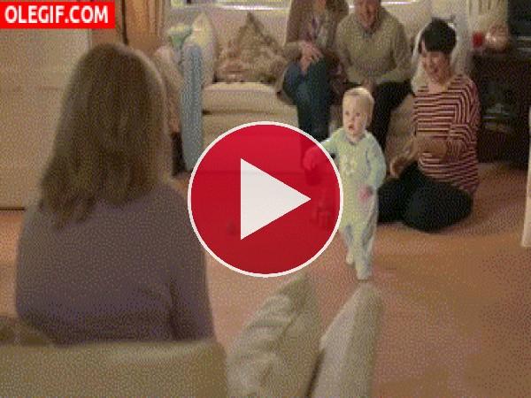 GIF: Mira a este bebé bailando el Gangnam Style