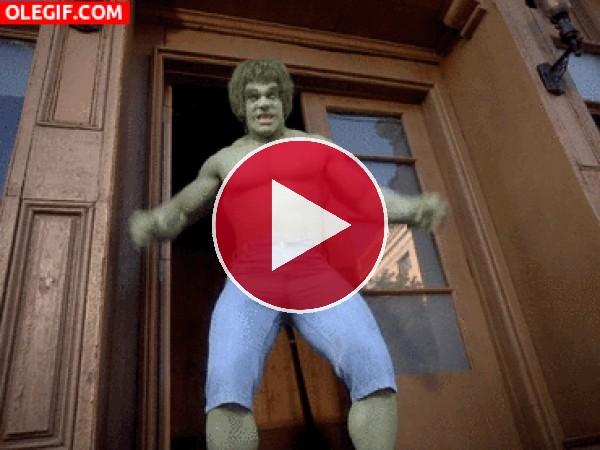 GIF: Soy Hulk y estoy extreñido