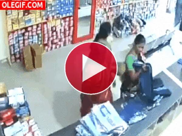 GIF: Desvalijando la tienda