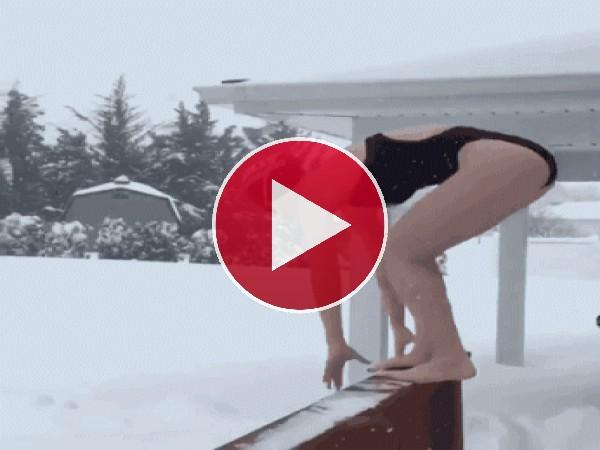 GIF: ¡A nadar en la nieve!