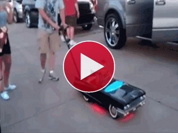 GIF: ¿Te mola mi auto?