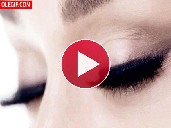 GIF: Hermosos ojos de una mujer