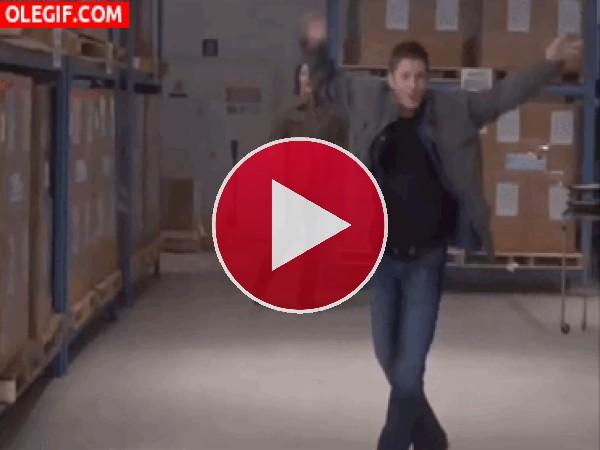 GIF: Bailando en el almacen