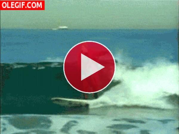 GIF: El Joker surfeando