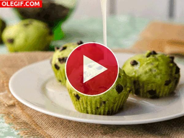 GIF: Glaseando unos cupcakes de pistacho