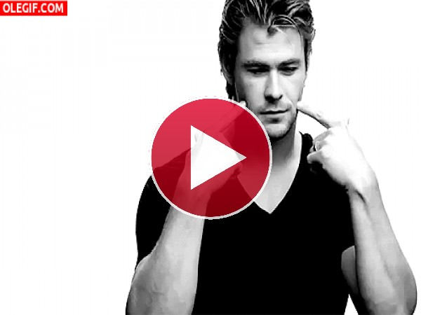 GIF: La bonita sonrisa de Chris Hemsworth