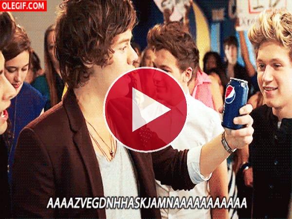 GIF: A los chicos de One Direction les gusta la Pepsi