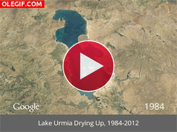 GIF: Imagen del lago Urmia secándose