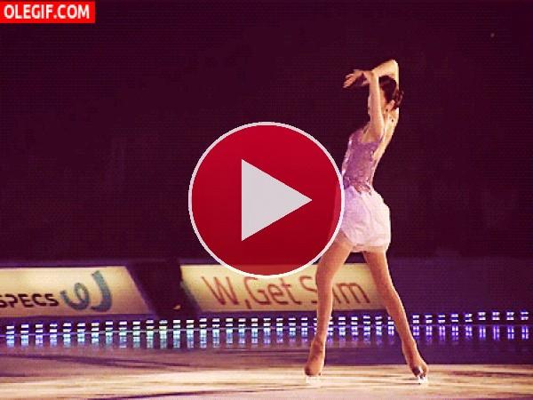 GIF: Elegante patinadora