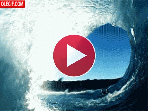 Ola gigante en el océano