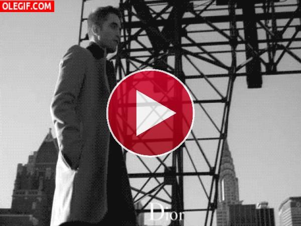 Robert Pattinson en un anuncio de Dior