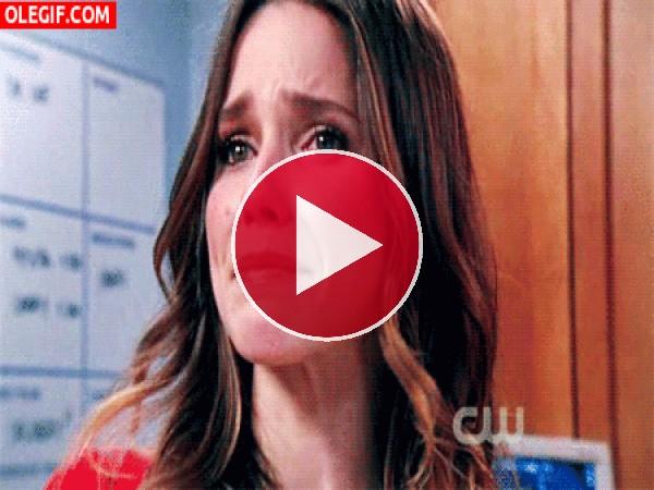 GIF: Chica llorando de tristeza