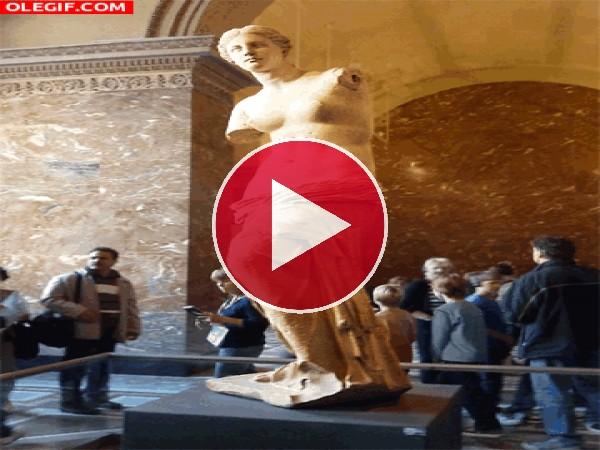 GIF: Contemplando la Venus de Milo