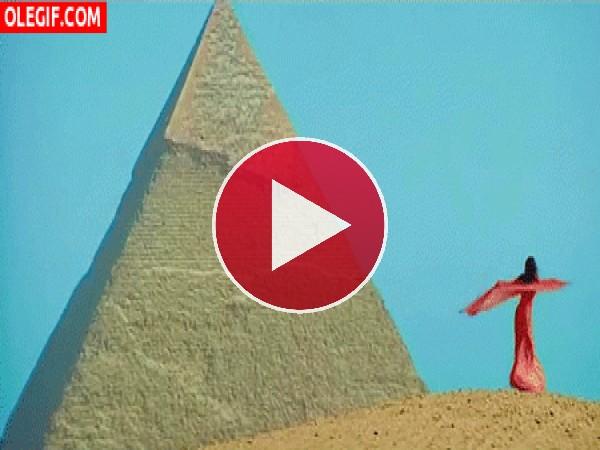 GIF: Bailando en las Pirámides de Egipto