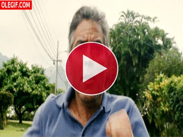 A George Clooney le han robado el Nespresso
