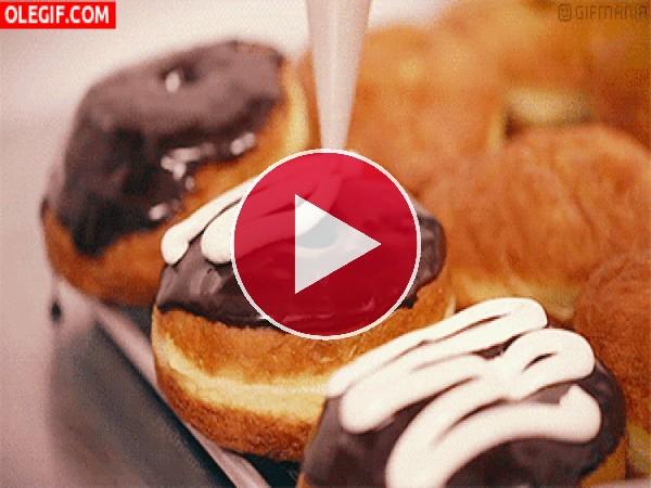 Glaseando unos donuts