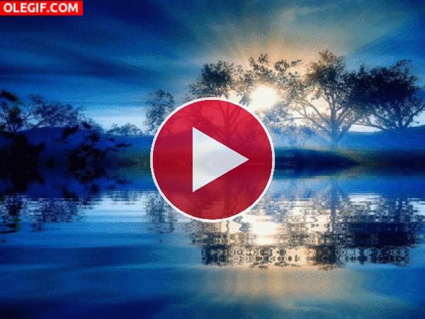 Agua moviéndose al amanecer
