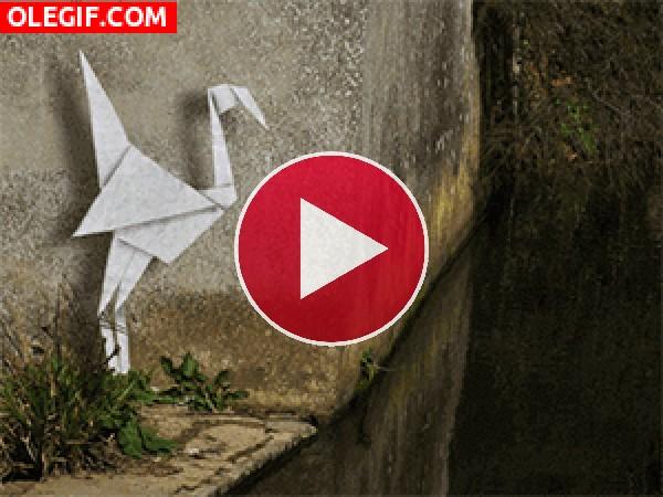 GIF: Garza origami pescando