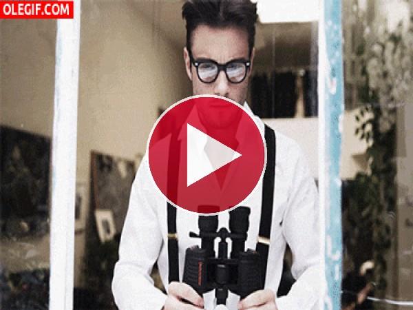 GIF: ¿Qué tal se ve con estos prismáticos?