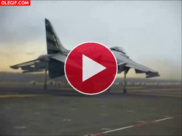 GIF: Harrier Jump Jet despegando