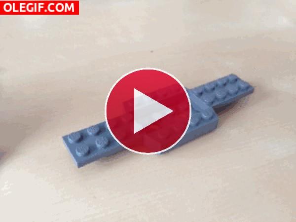GIF: Coche de Lego