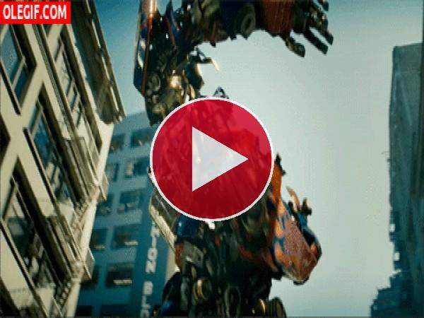 GIF: Optimus Prime luchando