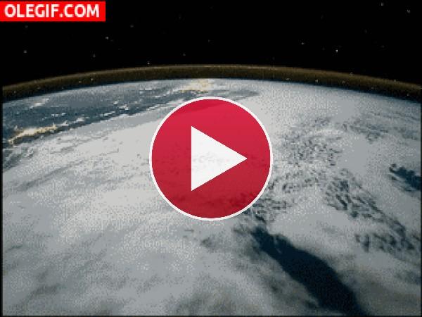 GIF: Sobre la Tierra