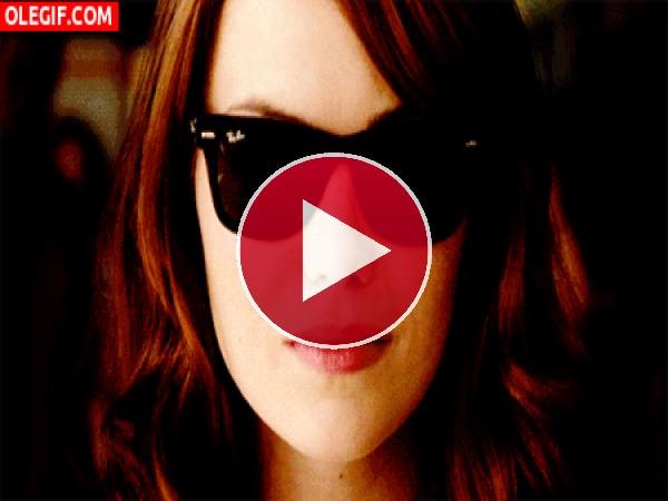 Emma Stone lanzando besos