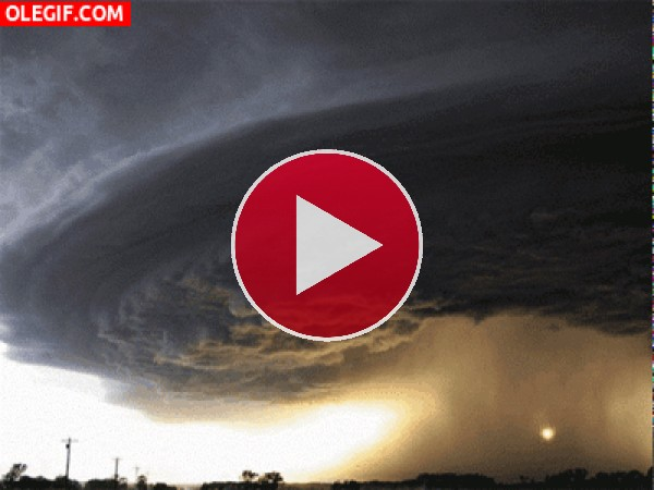 GIF: Tormenta en el cielo