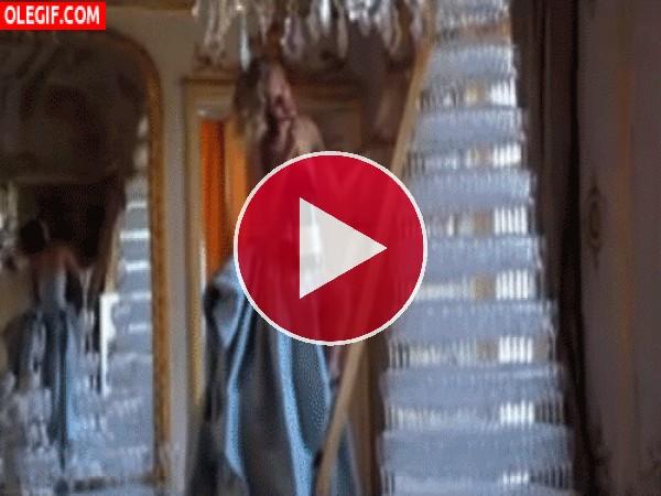 GIF: A Scarlett Johanson le gusta el Champán