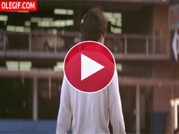GIF: Jackie Chan te saluda