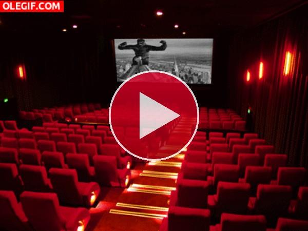 GIF: Viendo King Kong en el cine