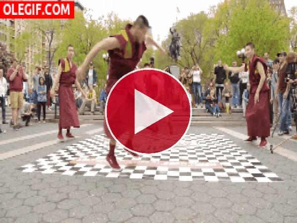 Vaya ritmo tienen estos monjes