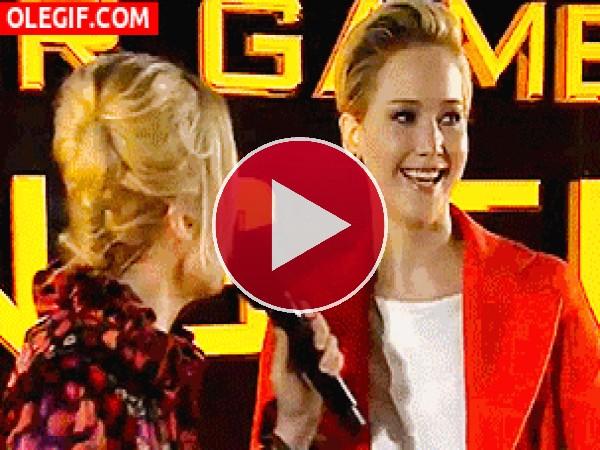 GIF: Entrevistando a Jennifer Lawrence