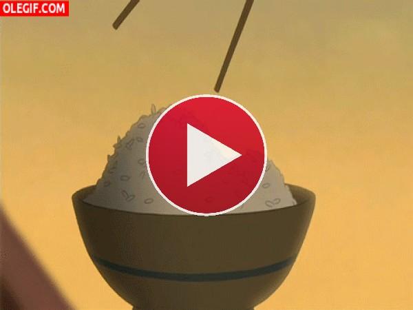 Mulan comiendo arroz
