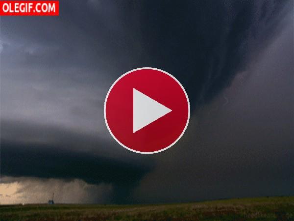 GIF: La fuerza del huracán