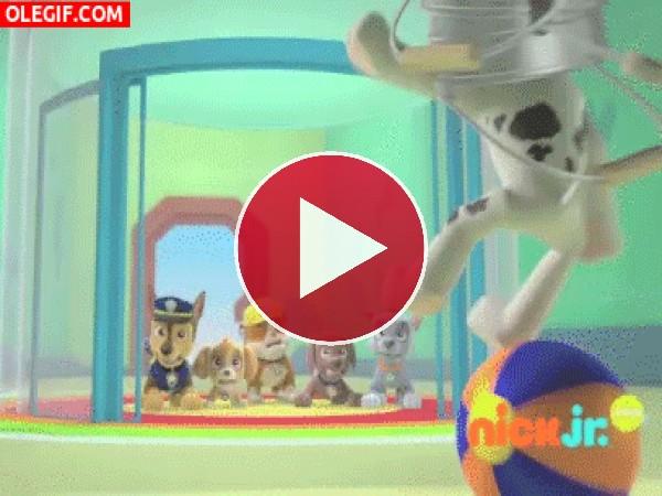 GIF: La Patrulla Canina jugando a los bolos