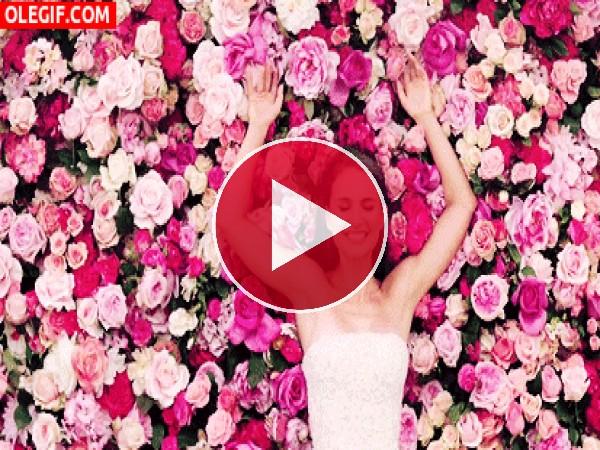 GIF: A Natalie Portman le gustan las flores
