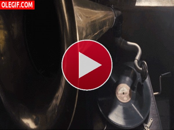 GIF: Disco girando en el gramófono