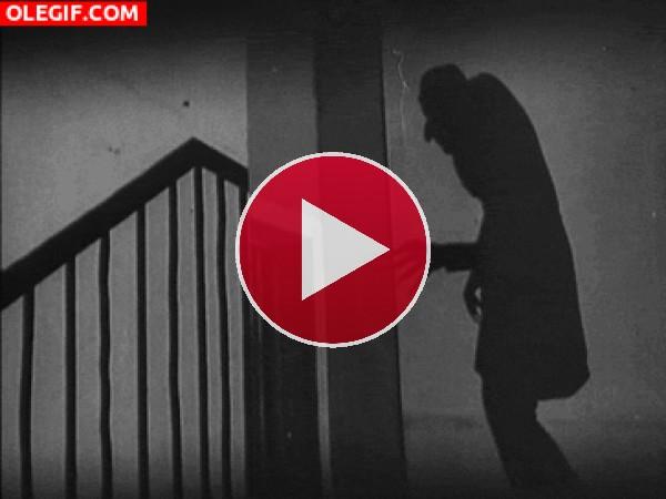 GIF: Nosferatu en la noche