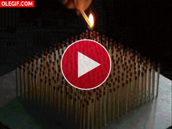 GIF: Cerillas en llamas