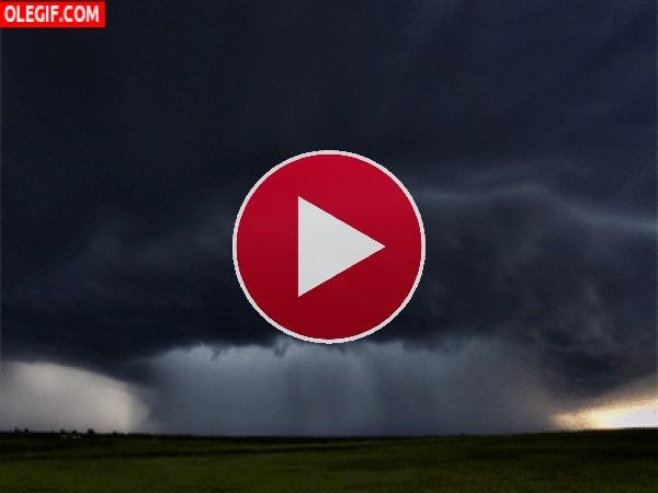 GIF: Se acerca la tormenta
