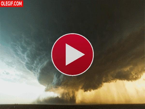 GIF: Formación de un tornado