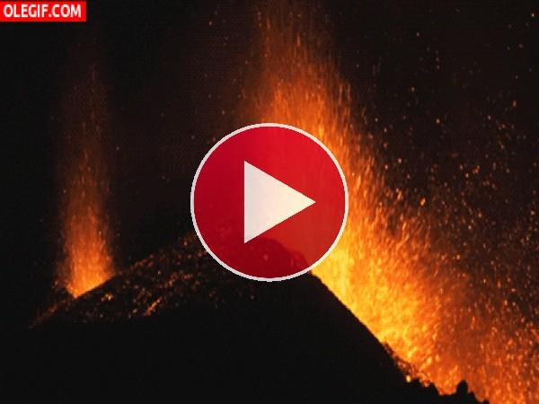 GIF: Volcán en erupción
