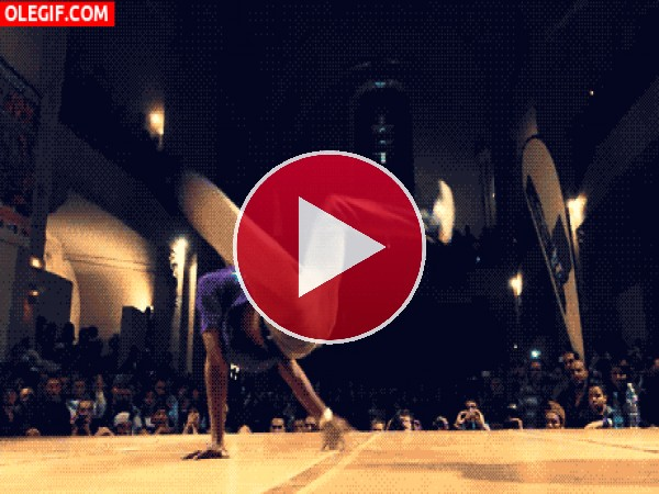GIF: Girando en el escenario
