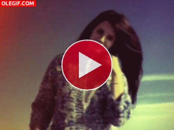 GIF: Una chica posando
