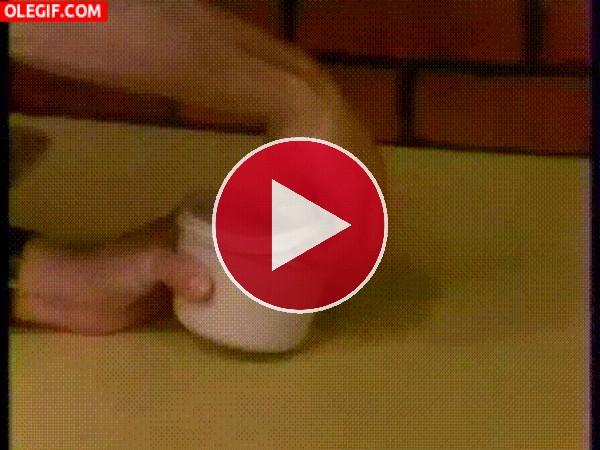 GIF: Abriendo la salsa de tomate